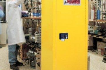 ארונות בטיחות Justrite – היתרונות בשימוש במפעל ובמעבדה